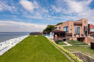 manhattan beach home Elliman